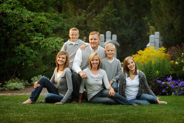 Family Pose. Blink Photography #family #photography #pose #camera