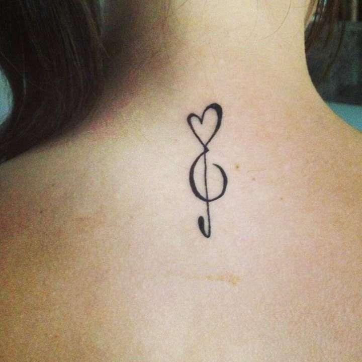 Chiave Di Violino E Cuore Tatuaggio Piccolo A Forma Di Una Chiave