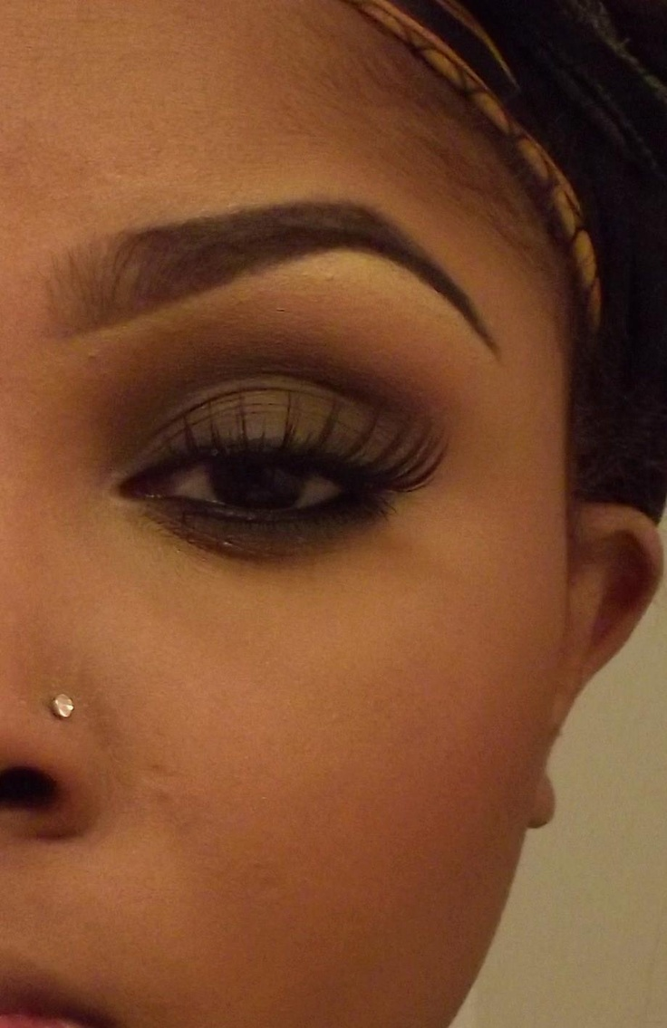 She does the most natural brows on the net! Love the eye look too!