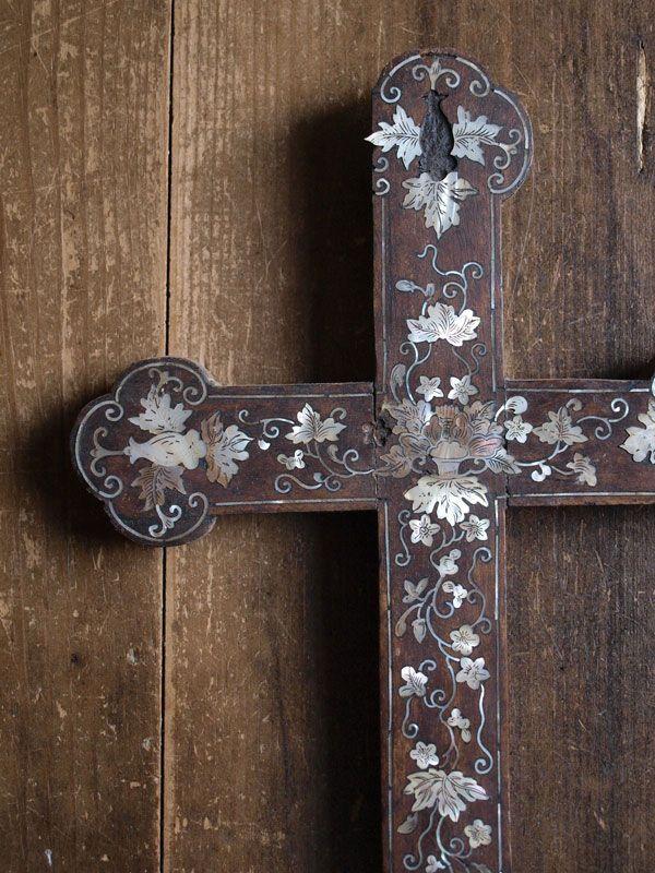 螺鈿細工の木製十字架