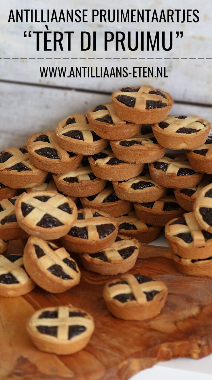 Deze Antilliaanse pruimentaartjes (tèrt di pruimu) zijn toch wel héél schattig! Lekker bij een kopje thee... of op een feestje natuurlijk.   Je leest er alles over op www.antilliaans-eten.nl