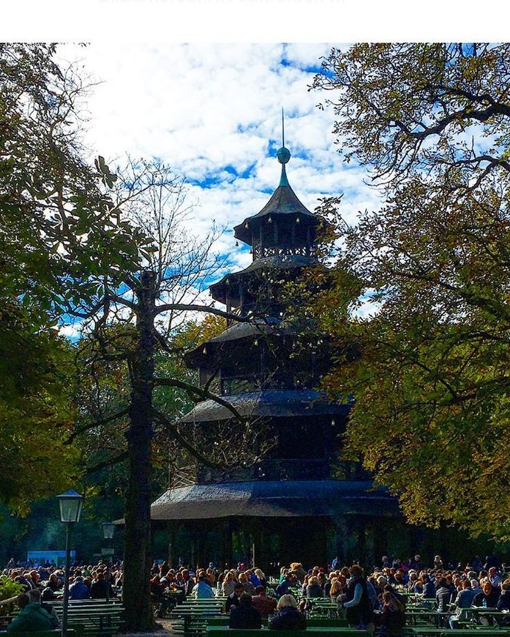 Cute Chinesischer Turm Perfect Day for a stroll through the Englischer Garten