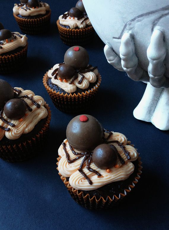 creepy spider cupcakes   Little White Whale