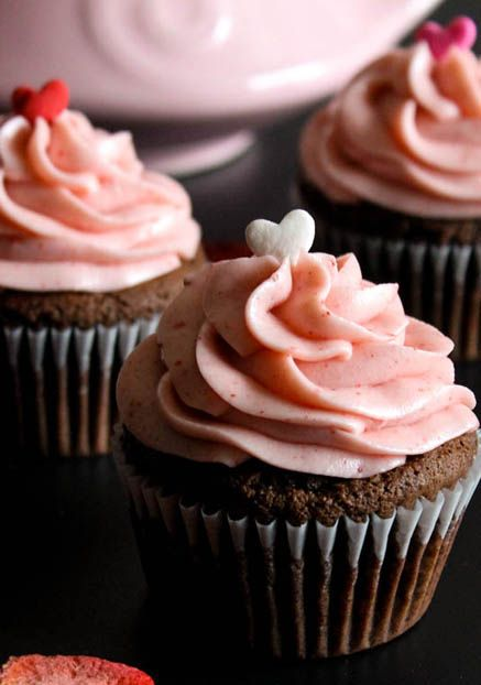 Nutella Valentine's Day Cupcakes with Strawberry Cream Cheese Frosting
