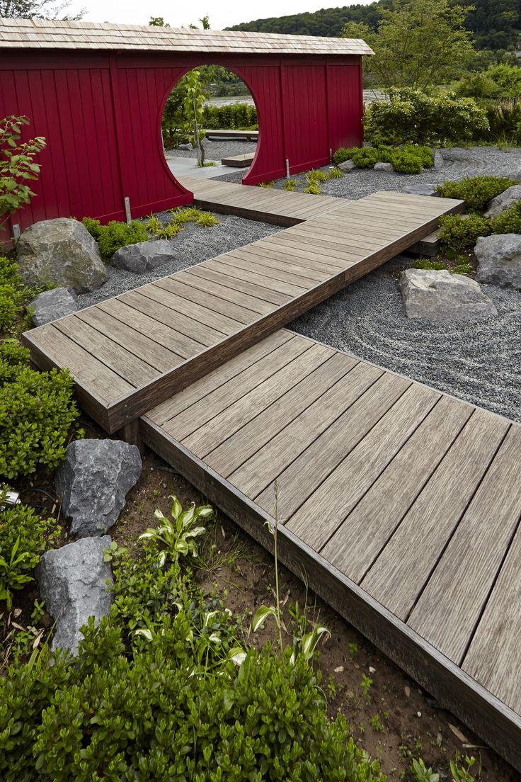 Japanischer Garten mit Stegen aus Thermo Bambus. Rheingrün Gartengestaltung