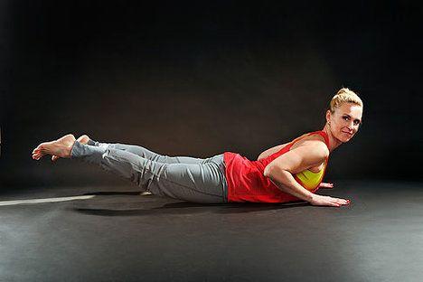 Spodní břicho zpevníte i tím, že stáhnete půlky k sobě; Mona Martinů
