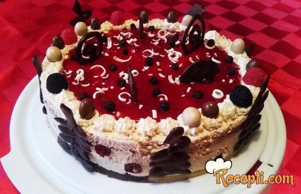 Recept za Torta Kalina. Za spremanje poslastice neophodno je pripremiti piškote, čokoladno mleko, mleveni keks, čokoladu, šlag, voće.