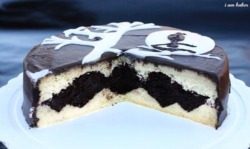 Halloween Bat Cake by iammommy #Halloween #Cake #Bat #iammommy: Iammommy Halloweencake, Party Cake Ideas, Bat Inside, Bat Halloween Ideas, Bat Iammommy, Cake Bat, Halloween Bats, Halloween Cakes