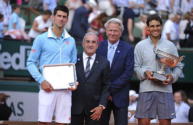 Rafael Nadal et Novak Djokovic posent aux côtés de Jean Gachassin et de Björn Borg.