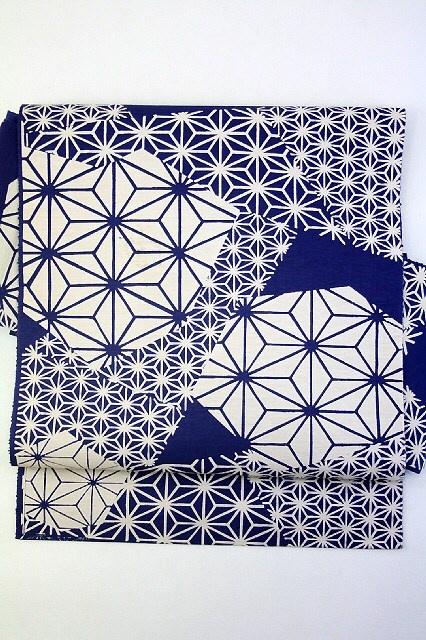 Blue Nagoya Obi, Dyed Hemp Leaves Pattern / 藍色地 染めの裂取り麻の葉柄 六通八寸名古屋帯 【リサイクル着物・アンティーク着物・帯の専門店 あい山本屋】