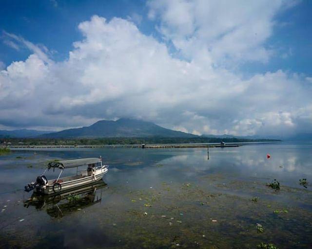 Danau Batur Adalah Danau Terbesar Di Bali Terletak Di Kaldera Vulkanik Antara Gunung Batur Dan Gunung Abang Di Ketinggian Lebih Dari 1 Indonesia Bali Instagram