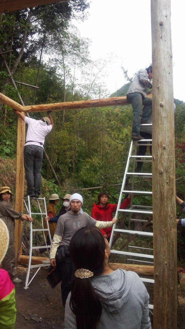 5万円ハウス・プロジェクト。 地域の余っている間伐材等の木材、廃材、や回りのものを使って、自分達の力で家を建てるプロジェクト。  いつでも見学、手伝いも歓迎です。