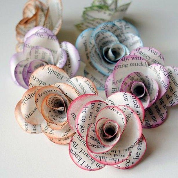 mooie bloemen van krantenpapier met een gekleurd randje.