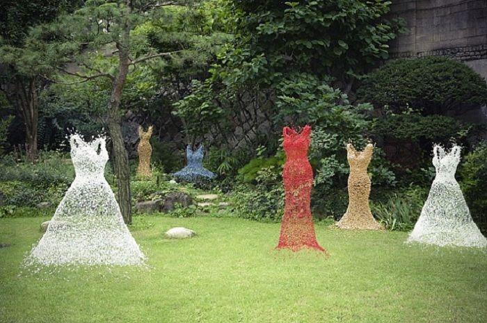 Chicken Wire Ghost How To   Chicken wire sculpture by Derek Kinzett.