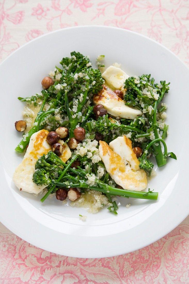 Quinoa-Brokkolisalat mit Käse | http://eatsmarter.de/rezepte/brokkolisalat-mit-kaese-0