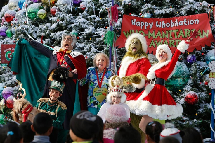 Betty White & The Grinch Cast