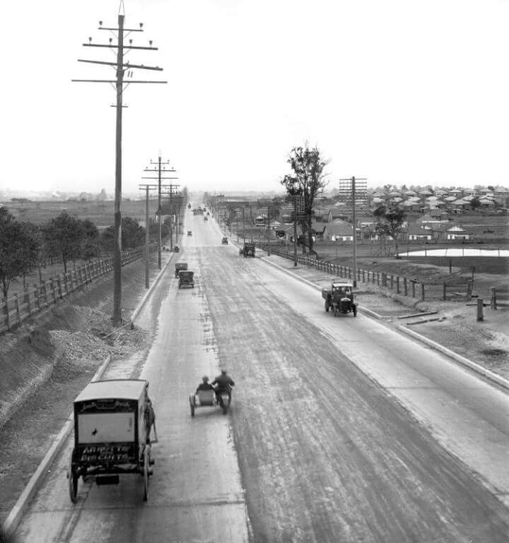 Parramatta Road., near Lidcombe, in Western Sydney looking west in 1927.  v@e.