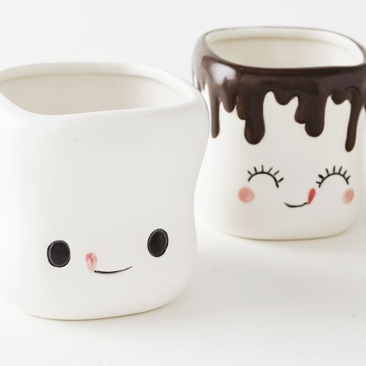 Your kids will love these marshmallow mugs for their drinks.