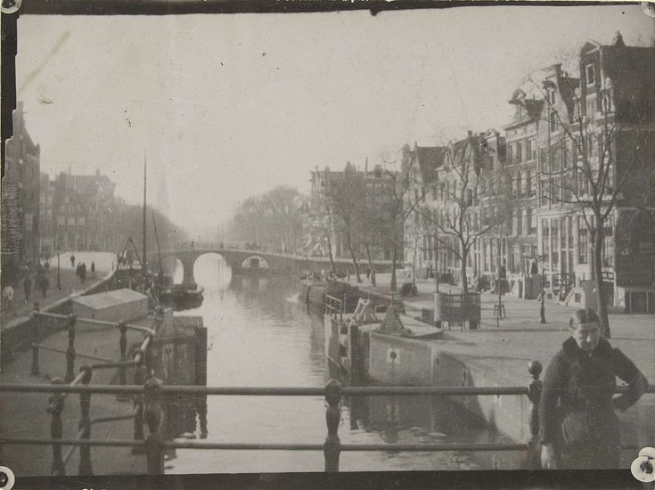 Gezicht op een gracht in Amsterdam, attributed to George Hendrik Breitner, 1886 - 1910