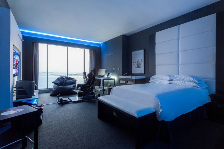 Alienware Room: a real gamer paradise made reality inside a brutal hotel room