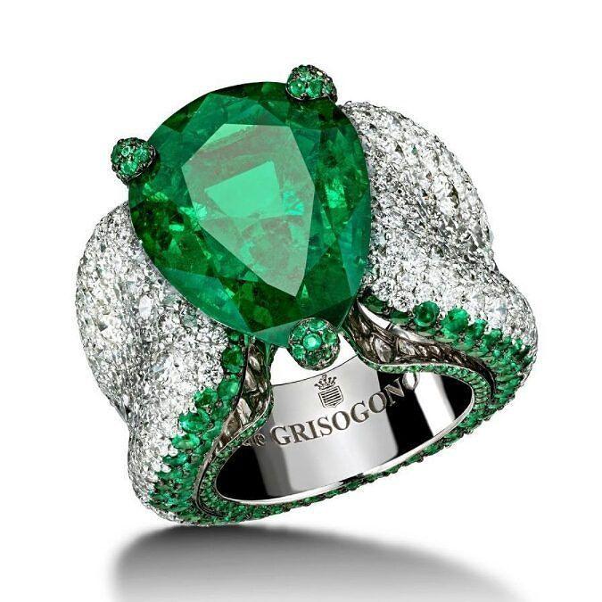 emerald and diamond ring -deGRISOGONO