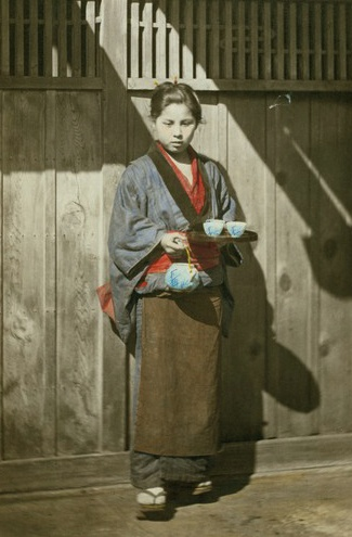 Tea server at the gate. Hand-colored photo, 1870's, Japan. Photographer Felice Beato