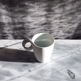#purebeauty for a #coffee 'In the objects that fulfill the most important daily functions, thoughts that inspire their users to be creative and reflect on themselves are turned into form.' #contentmentproject #infinitymug #design #ceramic #porcelain