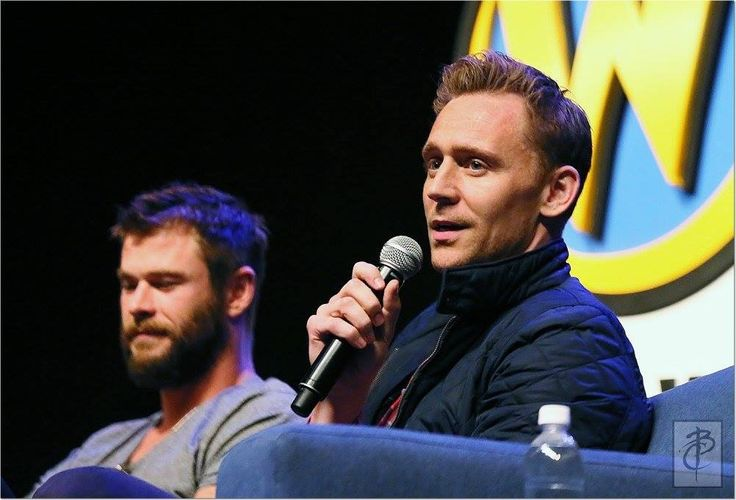 Tom Hiddleston at Wizard World at the Philadelphia Convention Center, PA. on June 4, 2016. Via Torrilla (https://wx2.sinaimg.cn/large/6e14d388gy1fg9kw2ypnwj20ru0ixac5.jpg )