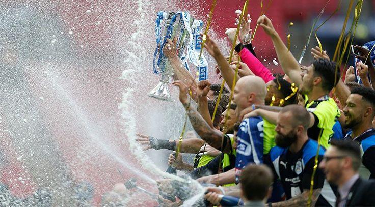 "Huddersfield Town Başkanı Dean Hoyle sözünü tuttu: Premier League kombinesi 100 Pound  ""Huddersfield Town Başkanı Dean Hoyle sözünü tuttu: Premier League kombinesi 100 Pound"" http://fmedya.com/huddersfield-town-baskani-dean-hoyle-sozunu-tuttu-premier-league-kombinesi-100-pound-h43291.html"