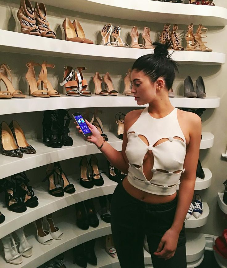 Selling some of my things on this new App @secretclosetnet where you can buy/sell high end items directly from your mobile device. It is really easy to use! get the App and check me out on #secretclosetnet userID: 134284 by kyliejenner