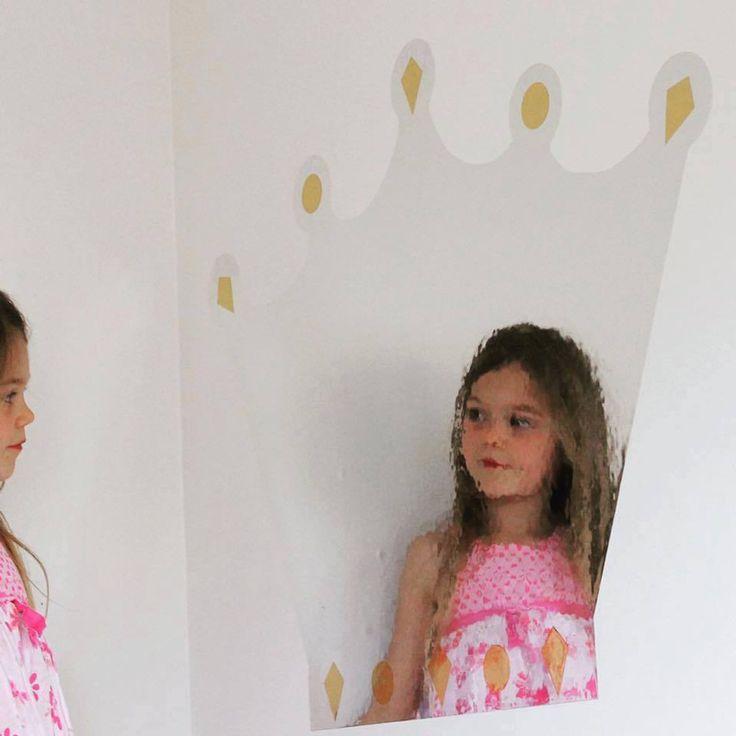 DIY: Prinsessekrone av speileffektfolie og kontaktplast 🌟 Les fremgangsmåte på bloggen vår her  #diy #kontaktplast #tips #inspirasjon #howto