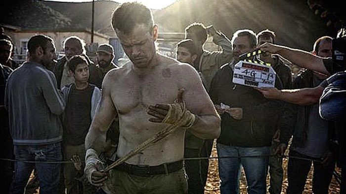 To get Jason Bourne fit, follow this routine: How Matt Damon Got Ripped for Bourne 5 - Men's Journal