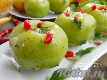 Хочу предложить интересный и быстрый способ засолки зеленых помидоров. Помидорчики солятся в обычном целлофановом пакете и через 4 суток уже готовы к употреблению. Очень вкусные, пряные, остренькие - отличное дополнение к вашему столу!