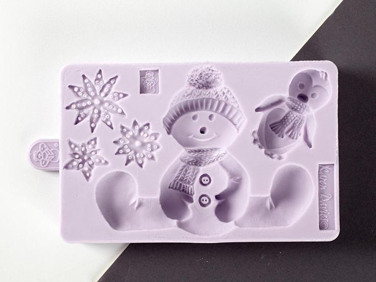 Make cool cakes with heartwarming decor! The Sitting Snowman mold from Karen Davies comes complete with three unique snowflakes, an adorable penguin pal and of course, your snowman, bedecked in a cozy scarf and cap. Perfect for a festive cake border, this mold is sure to make your holiday treats the hit of every party!