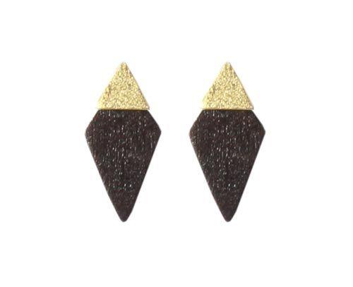ørestik med forgyldt trekant Til disse ørestiks skal der bruges følgende materialer:  1 par ørestik med lille trekant, forgyldt sterlingsølv 2 stk. spids rude, oxideret sterlingsølv