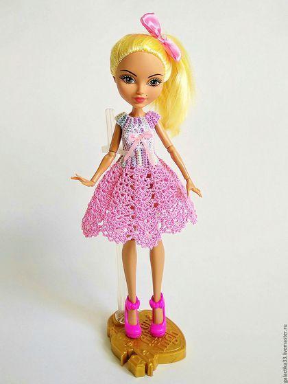 Купить или заказать Платье для кукол ЕАХ и МХ 'Розовые кружева' в интернет-магазине на Ярмарке Мастеров. Платье для куколок связано из пряжи Пряжа Violet 100% мерсеризованный хлопок, платье не имеет застежку, одевается через ножки куколки. Плате выполнено в нежных розовых тонах, украшено кружевом, атласным бантиком и маленькими стразами.