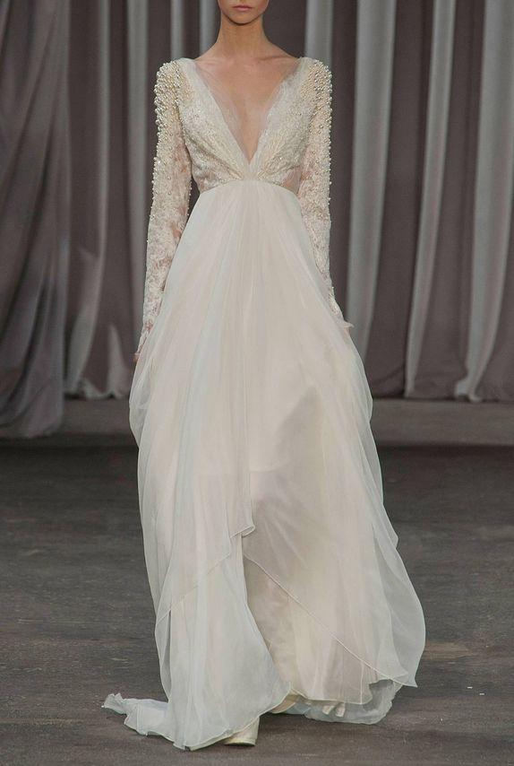 Me encanta este vestido de #novia con mangas largas / I love this #wedding dress with long sleeves