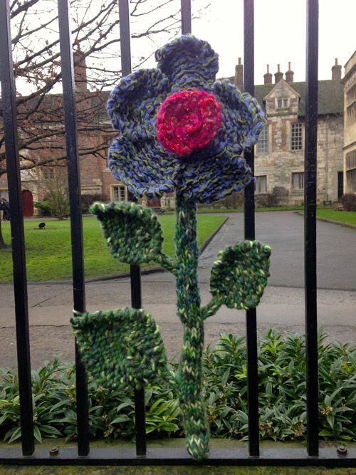 Guerrilla knitting in York.   Oh, this is SO York!  #minniemoonstone loves this.