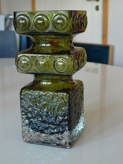 """Hovedbilde. Riihimäen Lasi """"Kehrä"""" formgitt av Tamara Aladin. 9x9 cm. 20,5 cm høy. (Den mellomste av tre str.) Vase. Perfekt stand. Sender gjerne, for kjøpers regning og risiko. 350 kroner"""