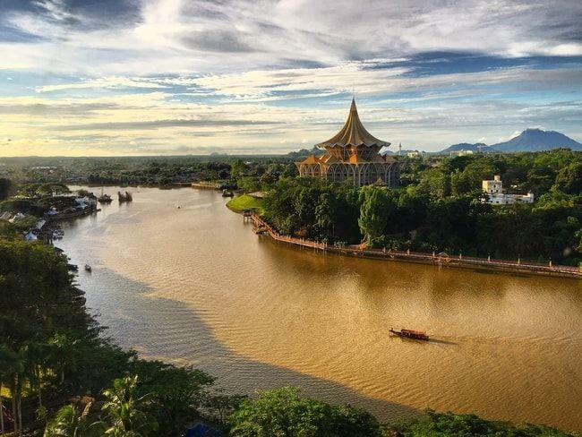 Sarawak River under the evening sun in Kuching, Sarawak | © kolokmee/Shutterstock