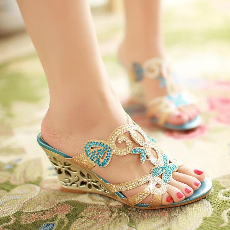 Plus Size 32-43 Women Rhinestone Sandals Cutout Flower Wedges High Heels Summer Shoes 2017 Fashion Platform Flip Flops