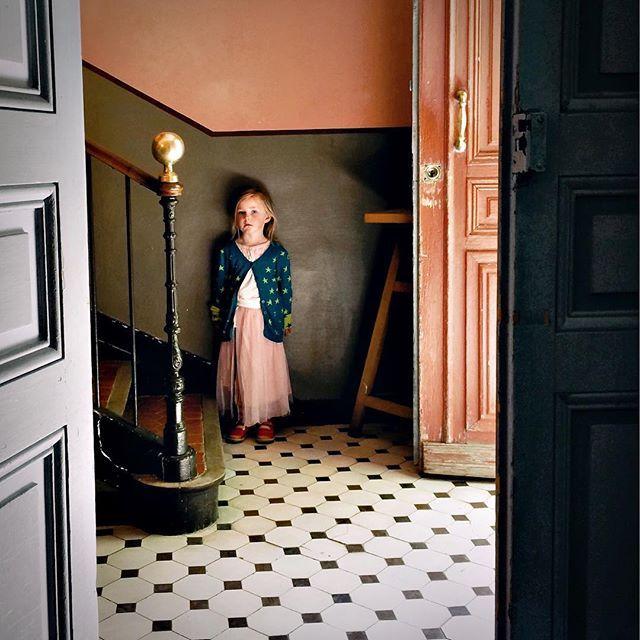 atelier van licht en stilte (godzijdank gered van sloop)  #atelier #cezanne #aix #aixenprovence #france #childhoodeveryday #myfeatureshooto #myfeatuteshoot #childhoodunplugged #poppy #muswerk #joschakeijl #fineartphotography