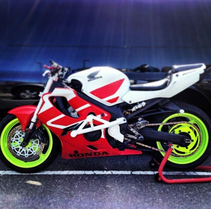 ZeusArmor Dual Slider Stunt Crash Cage on 03 Honda CBR600F4i