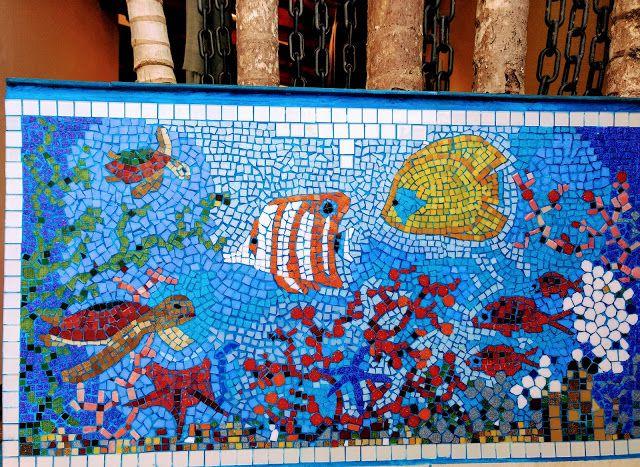 COMO FAZER MOSAICO, PASSO-A-PASSO mg-perez.blogspot.com Você pode fazer mosaicos com os mais diversos materiais: pastilhas de vidro ou cerâmica, CDs velhos, conchas, cacos de espelho, restos de azulejos ou cerâmica e...