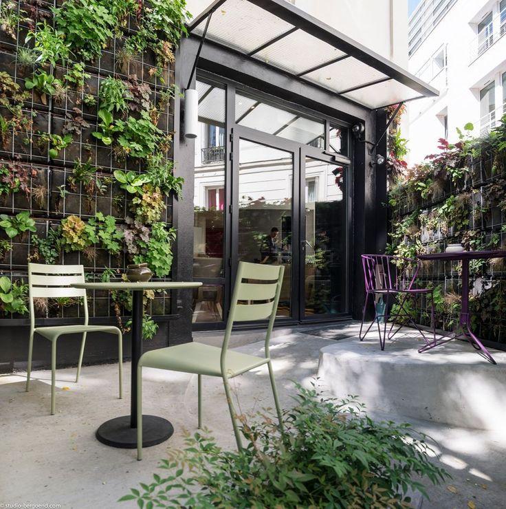 #Terrasse avec chaises #Facto et table #Concorde couleur #vert #Tilleul #Fermob www.fermob.com