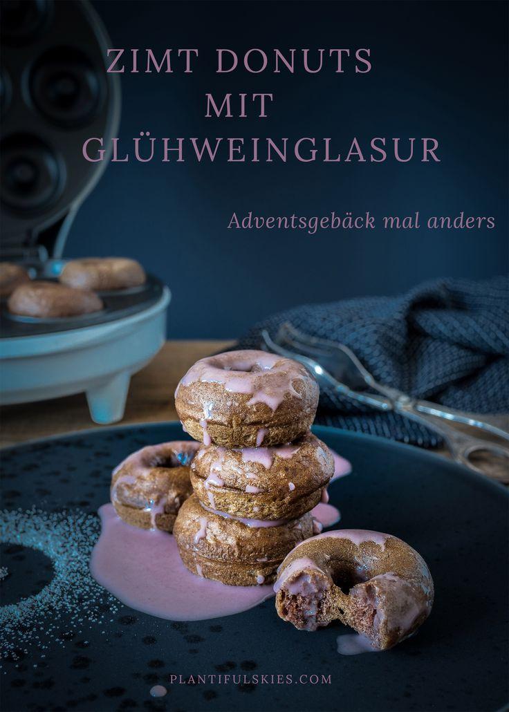 Wenn zimtige Dinkel Donuts auf eine süße Glühweinglasur treffen, dann ist die Adventszeit perfekt. Aus dem Mini Donutmaker von #coolstuff. #vegan #donuts #weihnachten