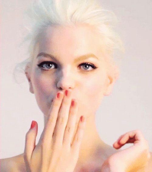 Peanuts Kiss And Makeup: Best 25+ Blow Kiss Gif Ideas On Pinterest