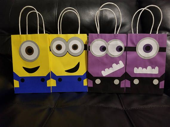 These lovely Minions bags are a great addition to your minion party. Option 1 5 yellow minions 5 purple minions Option 2 10 yellow minions Option 3 10 purple minions Please choose which option you will like ( write it on the notes ) If no option is pick you will get. 5 yellow