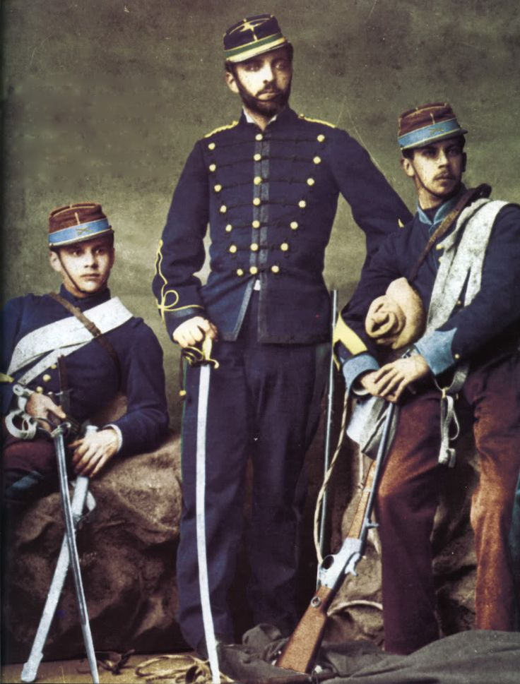 dos tenientes de infanteria y un teniente de artilleria chilenos