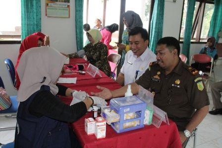 Peringati HUT Adiyaksa 56, Kejari Gelar Kithanan Massal Dan Donor Darah